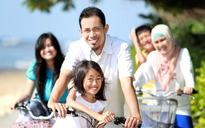 malay family cycling